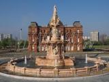 13.05.2005 Doulton Fountain 3 081.jpg